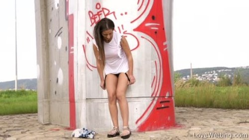 Nicolette - nicolette3 - Extreme Pissing Video