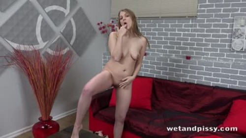 Pissmania 20.03.10.Amanda.Clarke.Playful.Pee - Extreme Pissing Video