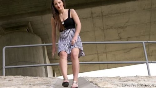 Nicolette - nicolette1 - Extreme Pissing Video