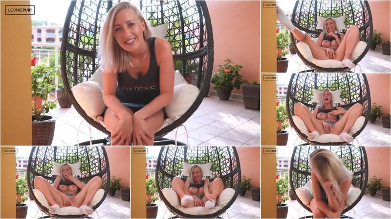 Leonie-pur - Dreist auf der Terrasse zum Orgasmus gefingert - Mit meinem Nachbar nebenan [FullHD 1080P]