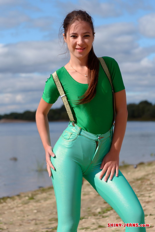 russian beach girl Christina in sexy green jeans