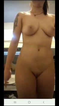 Morena dando pequeño show - Omegle Videos