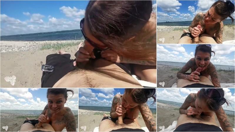 merry4fun - Outdoor Spaß mit Zuschauern am Strand [FullHD 207 MB]