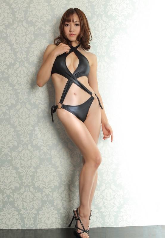 japan female Rina Ito in sexy bikini & high heels