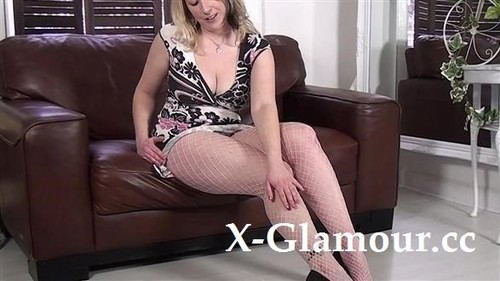 Amateurs - Milf With Huge Boobs Posing And Getting Naked [FullHD/1080p]