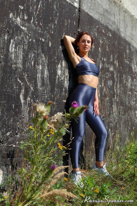 jogger babe in sexy yoga pants