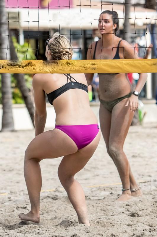 beach volleyball girls in kinky bikinis