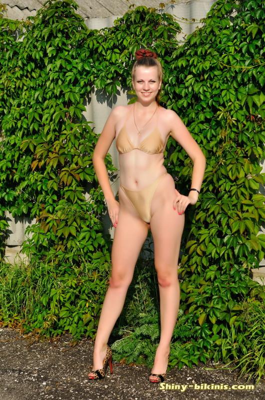 college babe Julia bikini fetish gallery