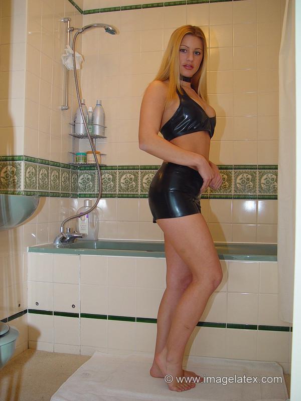 dominatrix babe Linda taking shower