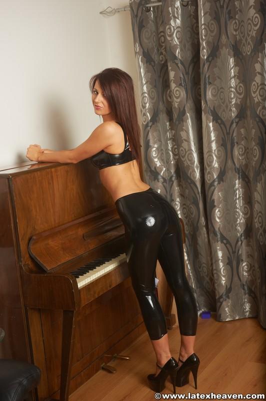 petite chick Lana in latex bra & leggings