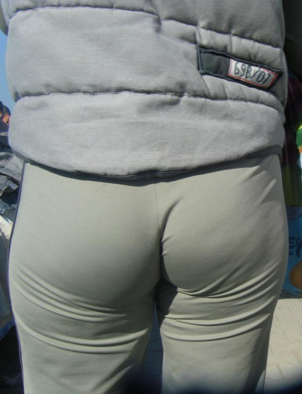 tasty milf booty in yogapants