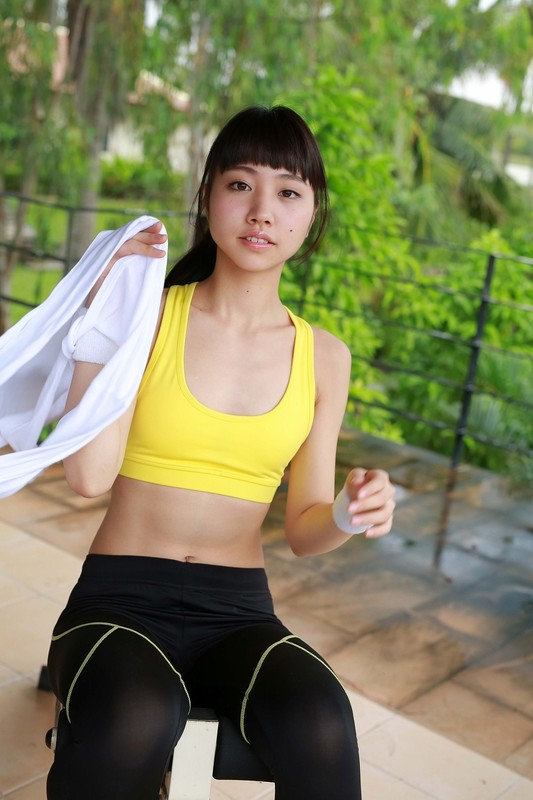 japan boxer girl Miku Takaoka in sexy yogapants