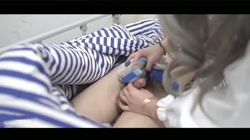 果冻传媒6-真人版《夜勤凌辱》偷袭照顾受伤男友的女大学生