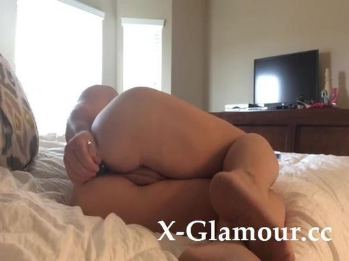 Amateurs - Sometimes The Only Thing That Works Is Anal Beads And Sometimes You Have To Put Them In Yourself.