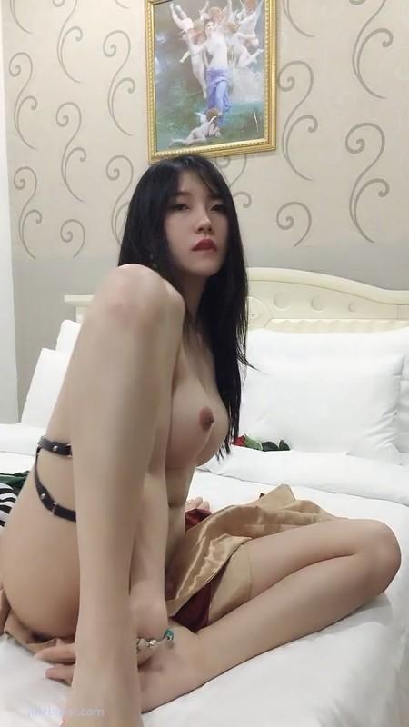 品尝越南的9分极品越韩混血女神 据说是保养每个月几万块人民币