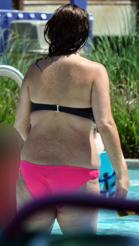 delicious milf in wet bikini