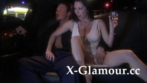 Ffm Threesome In A Limo [SD]
