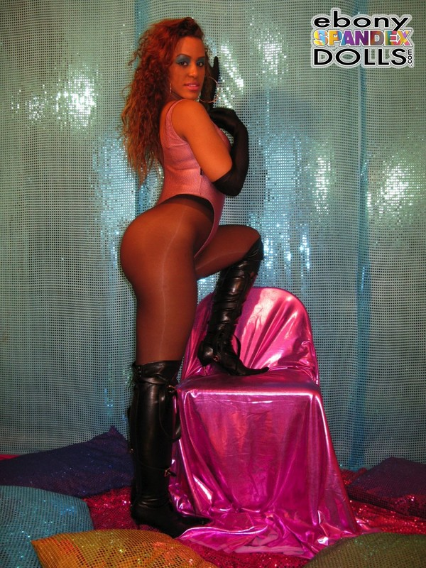 curvy african model Dominique in leotards & pantyhose