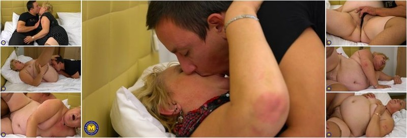 Arianna - Big mature housewife doing her toyboy (FullHD)