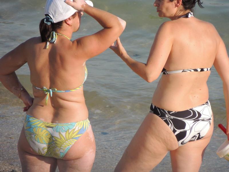 beach milf bikini spy photos