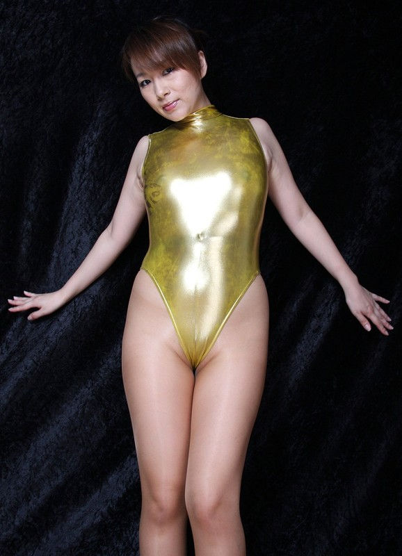 japan babe Miki Yoshii in sexy pantyhose & golden leotards