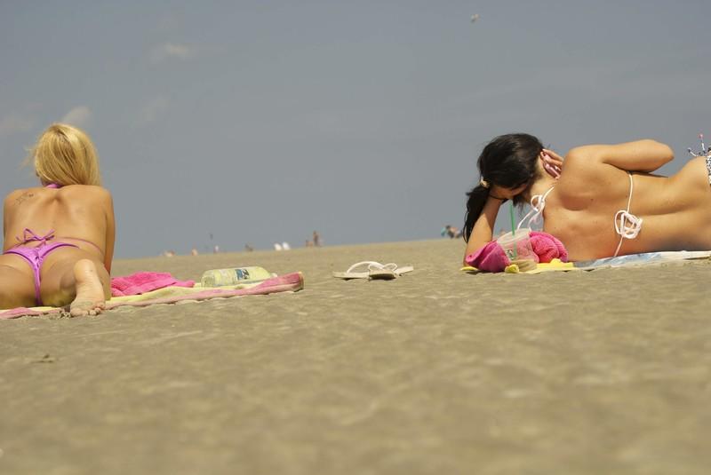 blonde & brunette girls beach voyeur image album