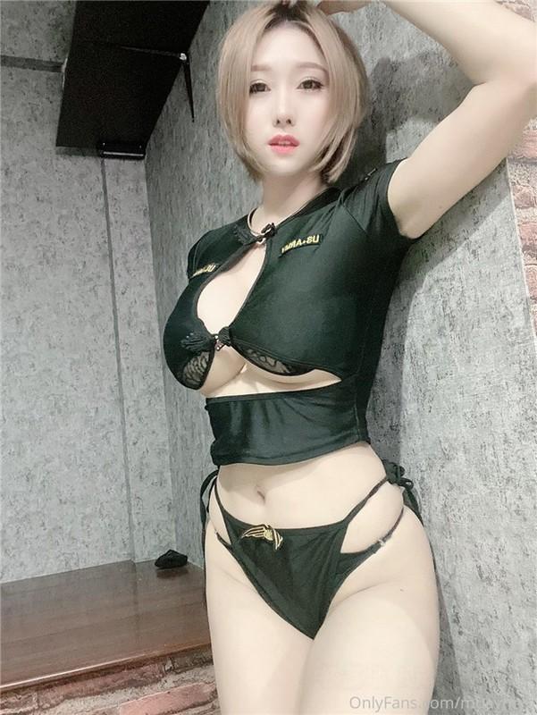 【極品巨乳來襲】香港巨乳網紅美女米布兒大尺度魅惑私拍流出 爆乳翹挺 揉乳玩穴超誘惑 高清私拍56P 高清720P版