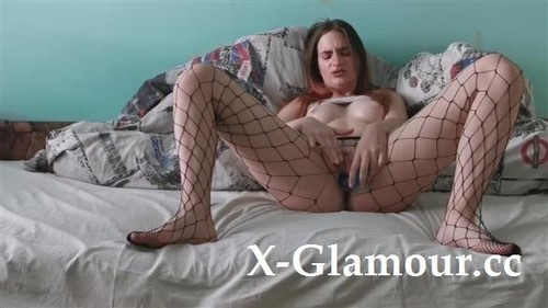 Amateurs - Fucking Myself With A Dildo And Wearing Sexy Fishnets [HD/720p]