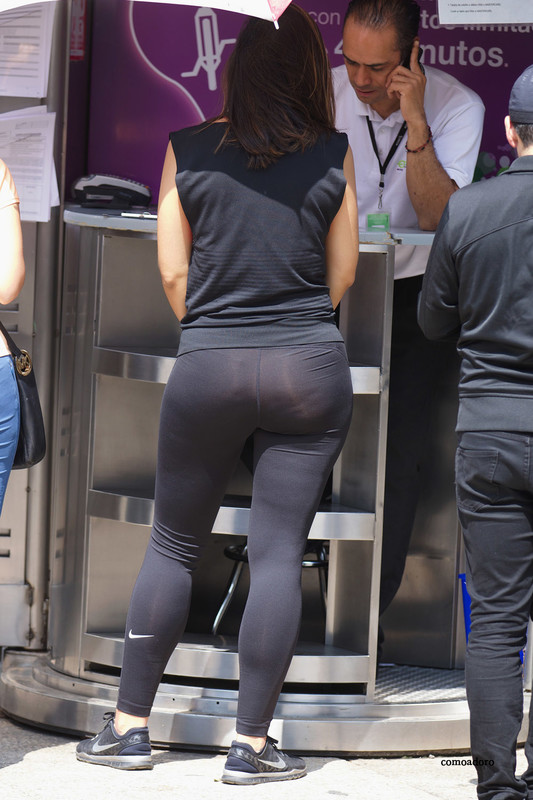 bicycle lady in sexy nike leggings
