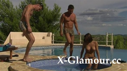 """Amateurs in """"Fmm In The Pool"""" [FullHD]"""