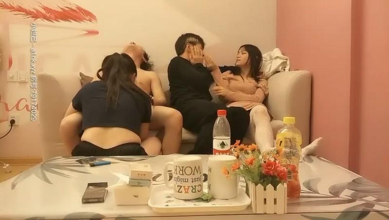 原創AV-制服JK女約拍被攝影師和朋友用媚藥各種玩弄激情3P輪操高清1080P