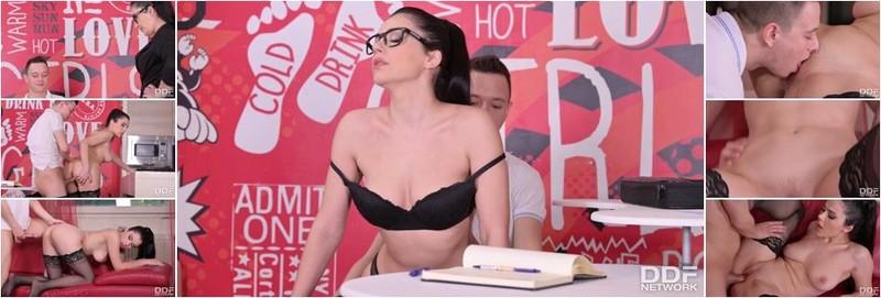 Valentina Nappi - Va - Va - Voom Voluptuous Vixen Gives Her Student A Little Extra Help (HD)