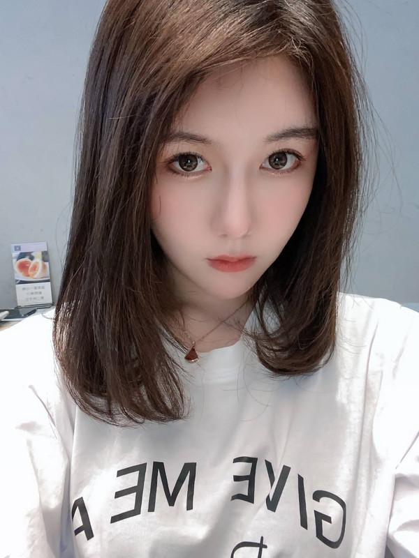 稀有資源~華人女神【Fiona_o】好想吃掉這個小姐姐,皮膚白,面容好,自慰的嬌喘表情看著實在過癮!