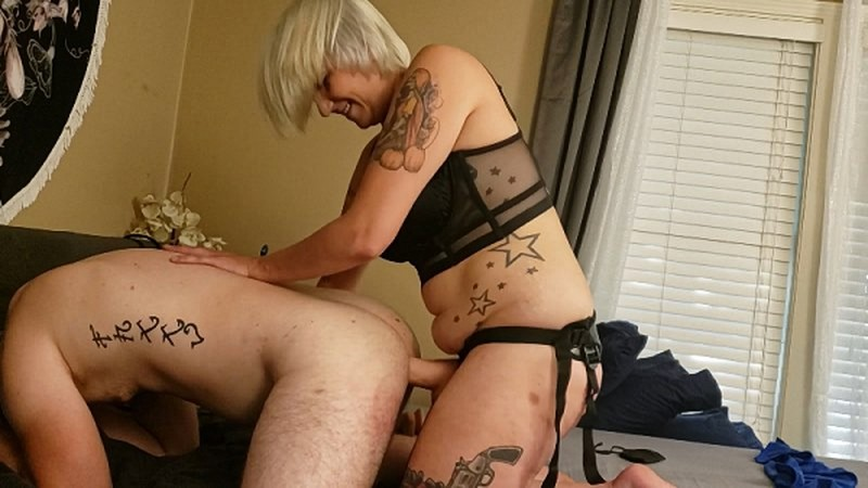 Kitty Azure - Sub Takes Mommies Thick Cock [FullHD 1080P]