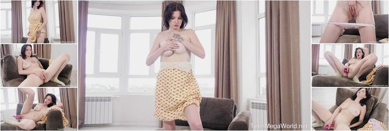 Queenlin - True Story Of A Hottie And A Dildo (FullHD)