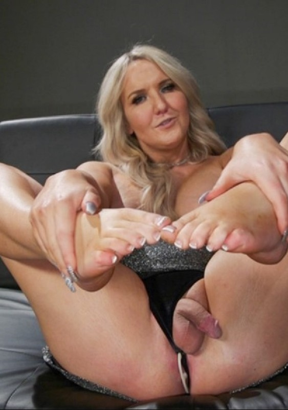 Kayleigh Coxx In Foot Lover (8 July 2021)