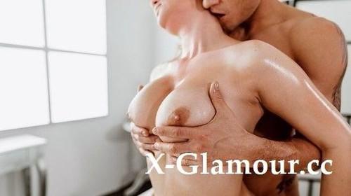 Big Tits Redhead Given Oil Massage [SD]