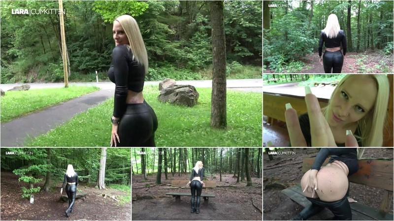 Lara-CumKitten - Praller Bubble But Walk - Triff mich und Wixx mit mir im Wald [FullHD 1080P]