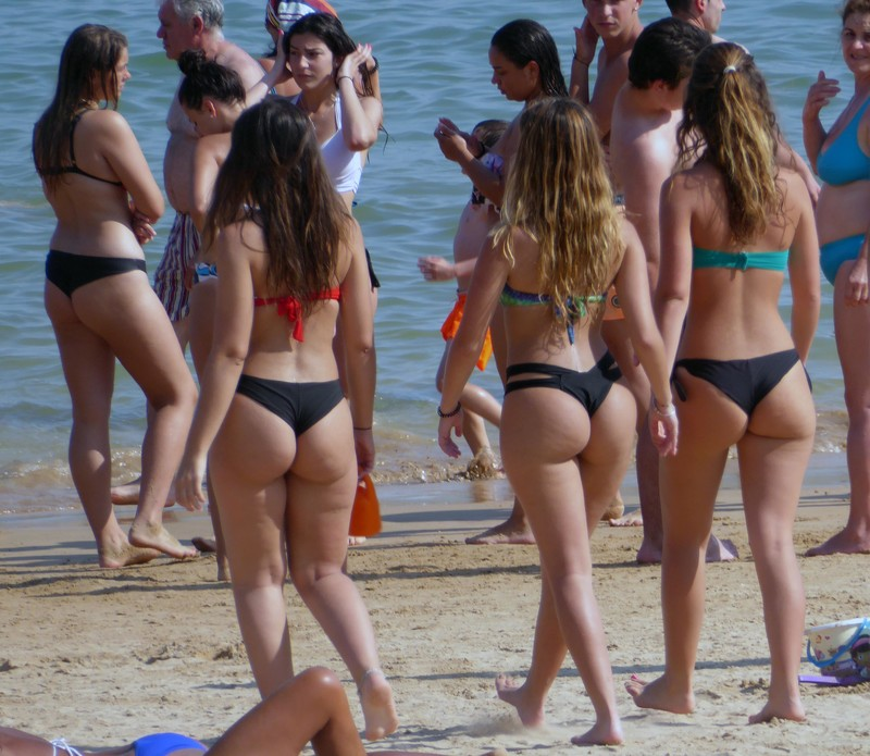 3 college teens 6 naughty bikini pics
