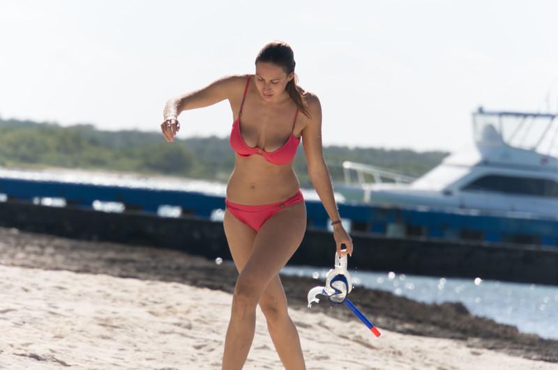 wet diver babe in pretty red bikini