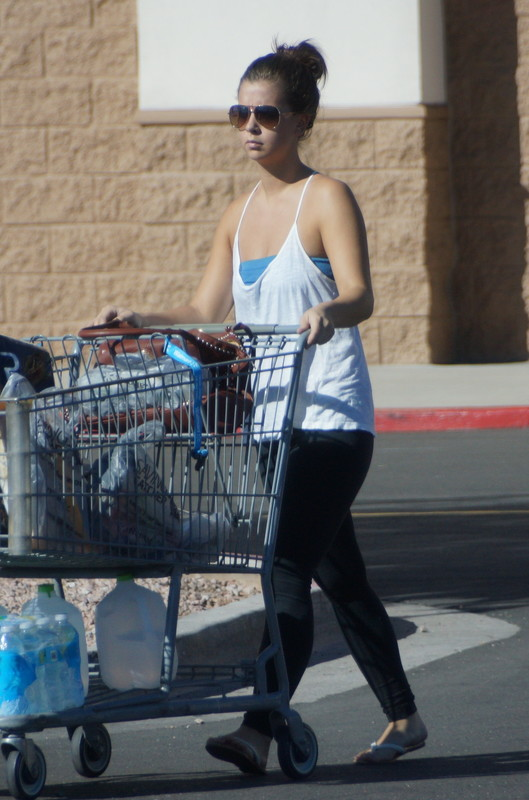 mall parking lot chick in candid leggings
