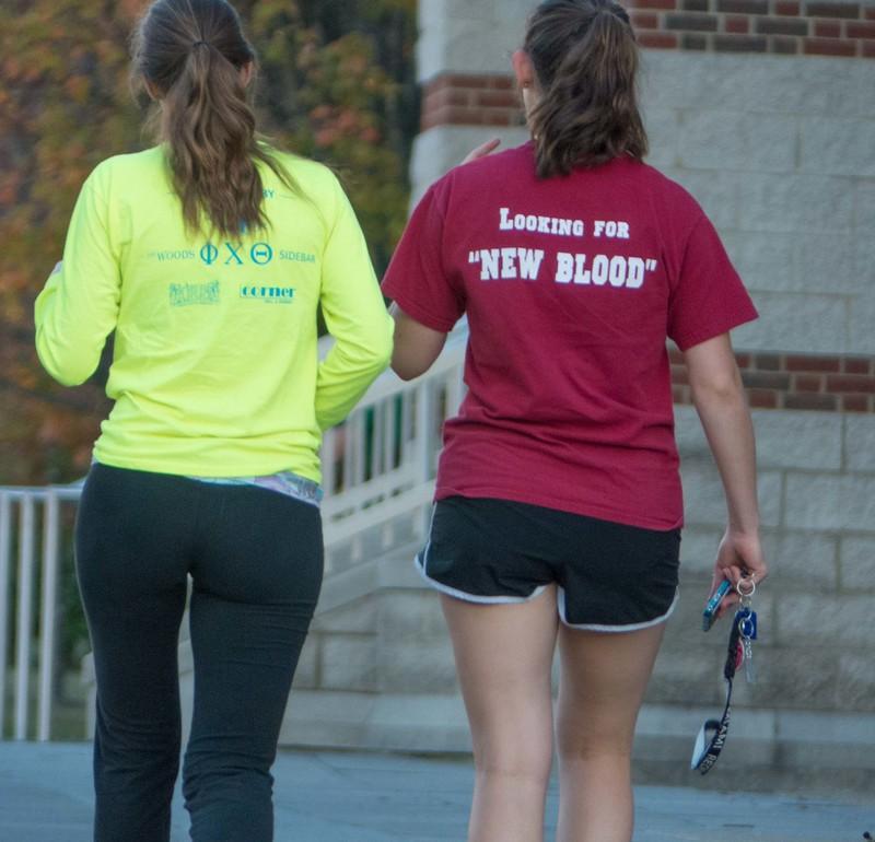 2 beautiful girls in yogapants & shorts