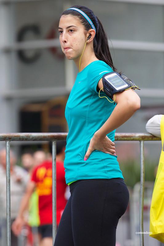 jogger babe in sexy black capri leggings