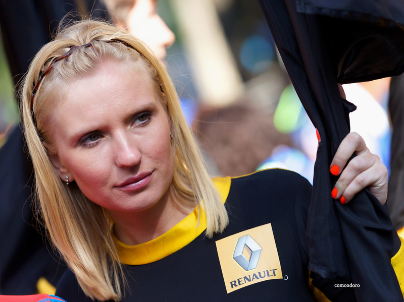 renault promo girls in sexy catsuits