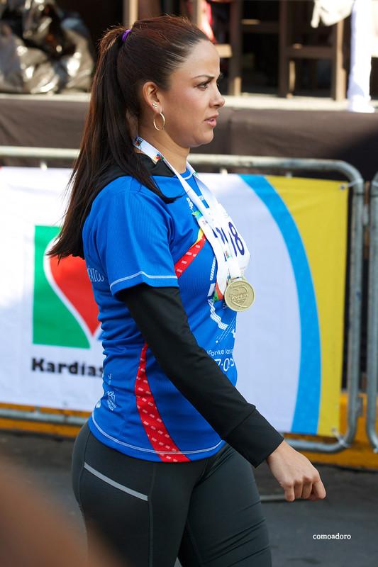 mexican marathon lady in candid leggings