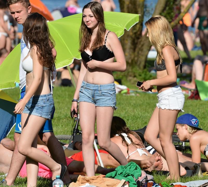 city park girls naughty sunbathing gallery