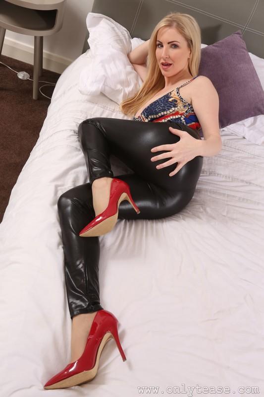 busty model Georgi S in leggings & leotards