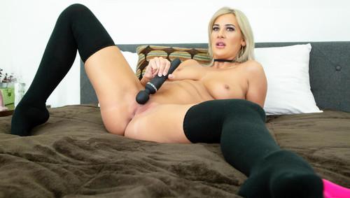 Jordan Maxx - Blonde Babe Jordan Maxx Is Ready To Cum LIVE