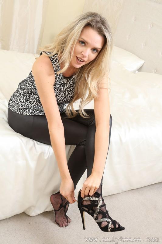 blonde model Porchia W in leggings & crotchless pantyhose