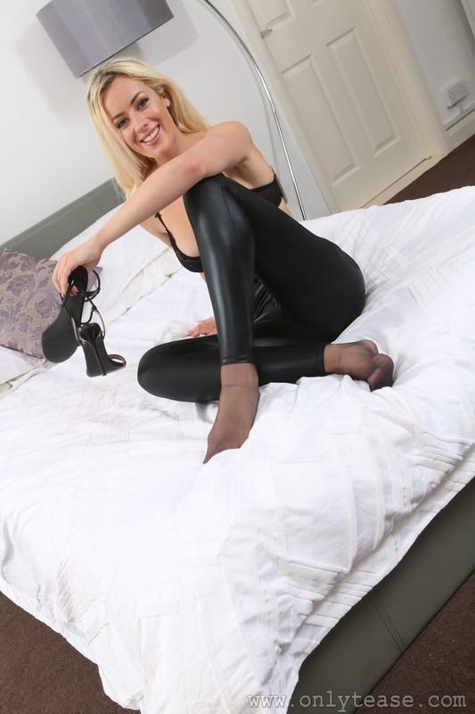 blonde model Rosa in leather leggings